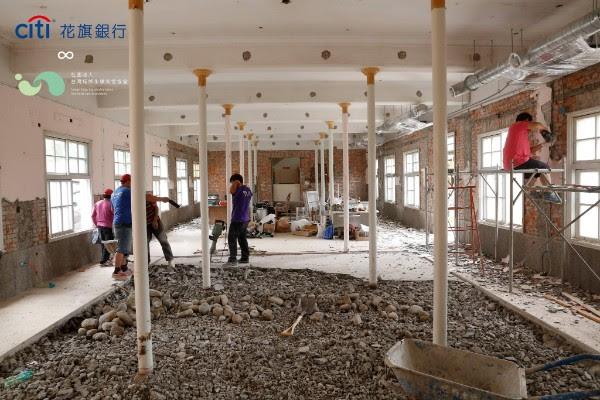 花旗銀行長期關注台灣社區的經濟和教育永續發展,從2017年籌備青草職能學苑開始,進行為期3年的在地深耕行動,與我們肩並肩,陪著三峽孩子探索與發展一技之長。相信在未來,孩子能透過專業技能翻轉生命。 | 小草書屋∞青草職能學苑